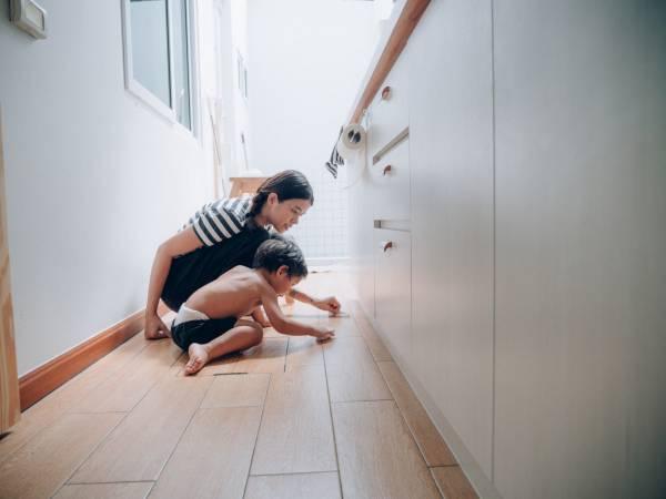 Płytki drewnopodobne — nowoczesność w łazience