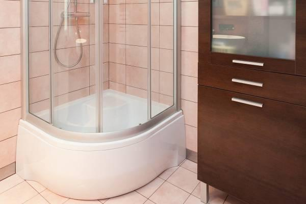 Brodzik łazienkowy – wysoki czy niski?